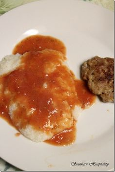 Creamy Grits & Tomato Gravy ~ only a TRUE Southerner can appreciate Southern Cooking Recipes, Southern Dishes, Red Gravy, Bacon Gravy, Homemade Biscuits, Sauce Recipes, Seafood Recipes, Beef Recipes