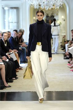 See the complete Ralph Lauren Resort 2015 collection. The complete Ralph Lauren Resort 2015 fashion show now on Vogue Runway. Look Fashion, Winter Fashion, Fashion Show, Fashion Design, Spring Fashion, Classy Fashion, Petite Fashion, French Fashion, Curvy Fashion