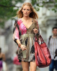 Serena Short Dress & Big Tote - Gossip Girl