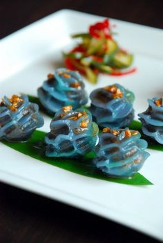 More lotus flower dumplings - mini this time. The colour is natural. Need some of these URGENTLY.