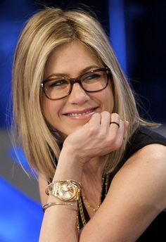 1bc7360ba45 The beautiful Jennifer Aniston wearing Oliver Peoples Wacks glasses. The  tortoiseshell frames look great with