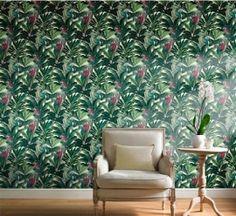 Papegaaien print behang met natuur echte kleuren van Dutch Wallcoverings Botanical- New  Adviesprijs per rol €34,95  Afmetingen 10M lang x 53CM breed  Patroon: 64CM  Kleur: multicolor  Behangplaksel: Perfax roze  Kwaliteit: vliesbehang  bloemen-natuur-vogels-vlinders