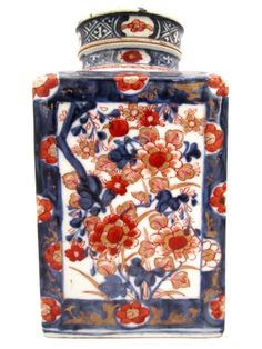 "Antique Japanese Imari Jar from the Meiji Periodca 19008"" Height x 4 1/2"" Width #TaiganHoliday"