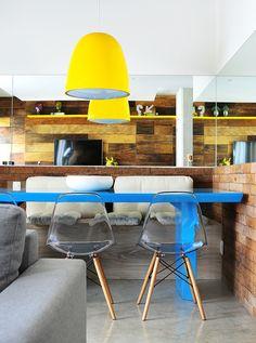 Decoração de: Sala de jantar; mesa de jantar azul turquesa; Casa de Valentina