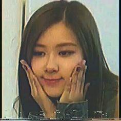 Rose Video, Blackpink Video, Namjoon, Taehyung, Kpop Gifs, Blackpink Photos, Fandom Memes, Park Chaeyoung, Bts J Hope