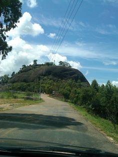 Pedra Bela/SP. Um dos pontos turísticos de Pedra Bela é a pedra do Santuário,onde está localizada a maior tirolesa do Brasil com aproximadamente 2 km de extensão. Muitos escaladores também vão para praticar a escalada!