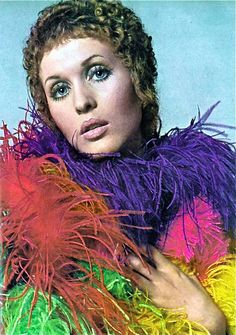 Julie Driscoll in an aura of feathers, photo  Richard Avedon for Vogue 1968