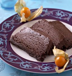 La marquise au chocolat est un délicieux dessert glacé. Grâce aux blancs d'oeuf battus en neige, ce dessert est très aérien et mousseux. Vous allez vous régaler !