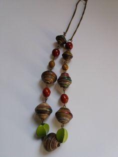 Girocollo a catenina con perle di carta multicolori e perle di vetro di Caiapaperjewels su Etsy
