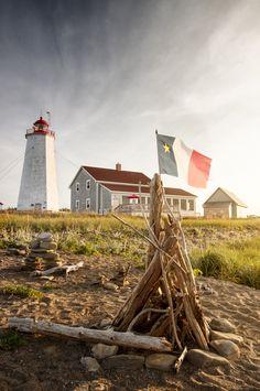 5 raisons de visiter le Nouveau-Brunswick cet été – Mitsou Magazine Fair Grounds, Magazine, Travel, Paradise On Earth, North America, Lighthouse, Madeleine, Baby Born, Vacation