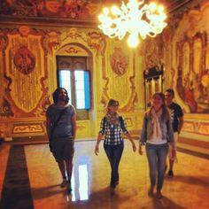 .@Viaggiareinpuglia Official | Il gruppo #storiaeavventura a #Martinafranca nelle sale del Palazzo Ducale #m...