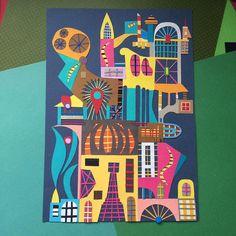 """Quem vê as elaboradas colagens de Adriano Catenzaro (@catenzaro) pode não acreditar que o seu processo criativo é guiado pela liberdade. """"Não tem muita regra, é algo bastante intuitivo. Seleciono alguns papéis, cores e começo a recortar. Eu nunca sei como vai ficar a colagem até grudar a última peça,"""" comenta o designer e artista gráfico de Curitiba. Fascinado por arquitetura, ele homenageou prédios e monumentos históricos de algumas das principais cidades brasileiras em uma série especial…"""