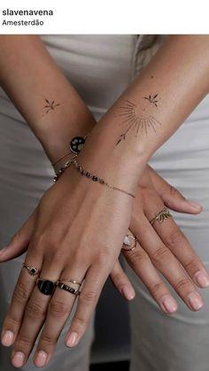 Tiny Finger Tattoos, Dainty Tattoos, Small Tattoos, Small Women Tattoos, Delicate Tattoos For Women, Simple Wrist Tattoos, Classy Tattoos, Feminine Tattoos, Piercing Tattoo
