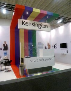 the middle section really gives this stand a 'jazz factor' Trade Show Booth Design, Exhibition Stand Design, Exhibition Display, Pos Display, Display Design, Ifa Berlin, Expo Stand, Event Design, Men Decor