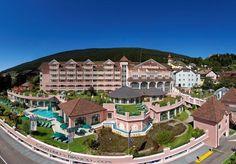 """Отель Cavallino Bianco Family Spa Grand Hotel для отдыха с детьми в горах: симпатичный, продуманный, уютный. """"Один большой дом""""."""