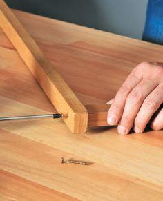 (Foto: casa.abril.com.br) Butcher Block Cutting Board, Shelves, Diy, Grande, Ideas, Wood Scraps, Room Divider Walls, Kitchenettes, Handmade Crafts