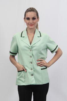 Jaleco feminino gola smoking, manga curta, com botões e dois bolsos chapados. Detalhes na gola, manga e bolsos. - Uniforme profissional BH