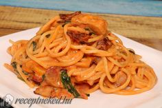 Spagetti Recipe, Pizza Recipes, Nom Nom, Bacon, Spaghetti, Food And Drink, Ethnic Recipes, Drinks, Drinking