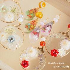 Plastic Resin, Uv Resin, Resin Art, Diy Resin Crafts, Diy And Crafts, Resin Flowers, Diy Earrings, Handmade Accessories, Resin Jewelry