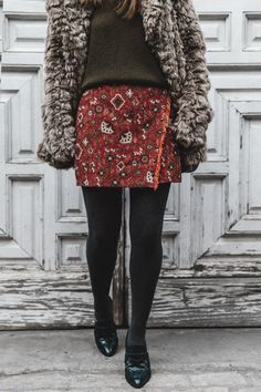 Faux_Fur_Coat-Boho_Skirt-Formula_Joven-Loafers-Outfit-Street_Style-Collage_Vintage-42 Loafers Outfit, Out Of The Closet, Adventure Style, Collage Vintage, Boho Skirts, Faux Fur, Sequin Skirt, Fur Coat, Mini Skirts