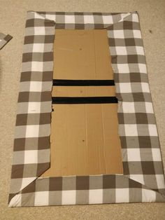 Cheap DIY Upholstered Headboard with Tufting for $10 Cardboard Headboard, Girls Headboard, Cheap Diy Headboard, Diy Tufted Headboard, How To Make Headboard, Diy Headboards, Diy Cardboard, Queen Headboard, Bedroom Decor
