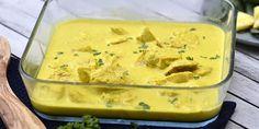 Mega nem opskrift på kylling i karry lavet i ovnen, hvor kyllingen tilberedes i en lækker karrysovs med fløde, så den bliver ekstra cremet.