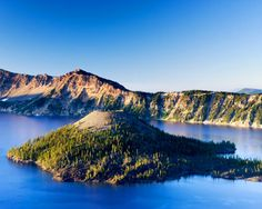 Visit Crater Lake National Park in Crater Lake Oregon. Check out the incredible Crater Lake volcano and tour the amazing Crater Lake National Park. Coos Bay Oregon, Crater Lake Oregon, Crater Lake National Park, National Parks, Places To See, Places Ive Been, Vacation Spots, Dream Vacations, Paradis