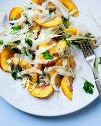 Peach-and-Fennel Slaw Recipe This sweet and crunchy salad is delicious with grilled pork or in a pulled-pork sandwich. To wilt the fennel slightly, Michel Nischan briefly marinates it in vinegar and salt before tossing it with firm, ripe peaches. Slaw Recipes, Wine Recipes, Cooking Recipes, Healthy Recipes, Vegetarian Recipes, Sides For Hamburgers, Hamburger Side Dishes, Sandwiches, Pork Sandwich