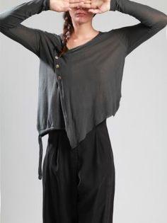 У меня есть несколько топов такого косого кроя, и они мне безумно нравятся. Но то ли я их неправильно ношу, то ли сиськи выпирают, но я в них реально выгляжу как колобок. Что я делаю не так? Lulu Fashion, Dark Fashion, Urban Fashion, Boho Fashion, Unique Outfits, Beautiful Outfits, Cool Outfits, Hipster Chic, Future Fashion