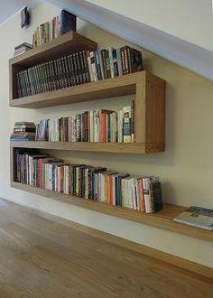 Półki na książki pod schodami