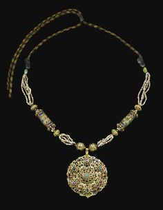 Morocco | A Gem-Set and Seed Pearl Gold Necklace (Tazra) | ca. 18th Century | Est. 15 - 20'000£