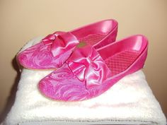 Vintage MOD Daniel Green Pink Brocade Slippers House Shoes Satin Bows Daniel Green Slippers, 1960s Fashion, Satin Bows, Sandals, Pink, House, Beautiful, Vintage, Style