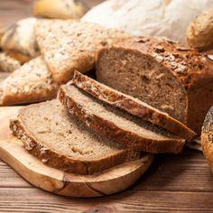 Volkoren brood maken | Recept | Baktotaal Bouwhuis Gouda, Kebab, Butter, Croissant, Bread Recipes, Banana Bread, Oven, Lunch, Cooking
