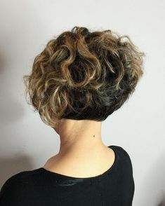 Are you breaking your head over how to style your short curly hair? We gathered the best examples of short curly hairstyles, recommended by stylists for wavy hair textures. Haircuts For Curly Hair, Short Wavy Hair, Curly Hair Cuts, Short Bob Hairstyles, Pixie Haircuts, Medium Hairstyles, Hairstyles 2018, Braided Hairstyles, Wedding Hairstyles