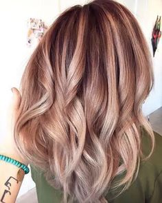 A subtle rose gold and golden blonde balayage would look so good with my strawberry blonde hair! A subtle rose gold and golden blonde balayage would look so good with my strawberry blonde hair! Cabelo Rose Gold, Ombre Rose Gold Hair, Rose Gold Bayalage, Rose Gold Hair Colour, Red Bayalage, Metallic Hair Color, Gold Colour, Copper Color, Hair Colors