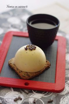 Demis sphères vanille/mangue sur sablés chocolat