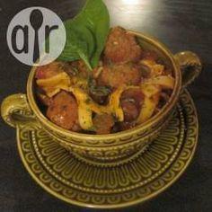Casserole de saucisses italiennes à la mijoteuse @ qc.allrecipes.ca Allrecipes, Sauce Pizza, Crockpot, Cooking Recipes, Chicken, Meat, Egg Noodles, Meatloaf, Pork