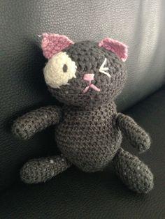 mimi chat en crochet ( patron disponible ici : http://www.garnstudio.com/lang/fr/visoppskrift.php?d_nr=b21_id=44=fr )