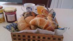 Foto: Sara B. Clausen. J eg eeeeelsker bare denne type mormormorgenbrød, luftige og bløde i krummen og skøn smag. Der er brugt fuldkorns...