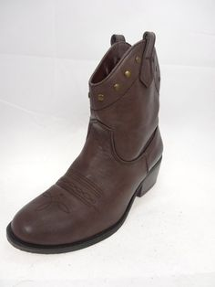 WHITE MOUNTAIN Women's Brown Color short Western style boots Size 6.5 Medium #WhiteMountain #CowboyWestern