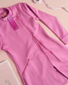 66 ideas medical doctor outfit fashion lab coats for 2019 Scrubs Outfit, Scrubs Uniform, Esthetician Programs, Esthetician Room, Beauty Salon Decor, Nail Salon Decor, Dental Uniforms, Salon Uniform, Spa Uniform