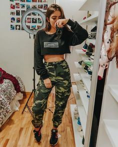 New style girl fashion outfits jeans Ideas Cute Casual Outfits, Edgy Outfits, Swag Outfits, Mode Outfits, Teen Fashion Outfits, Outfits For Teens, Girl Fashion, Jeans Fashion, School Outfits