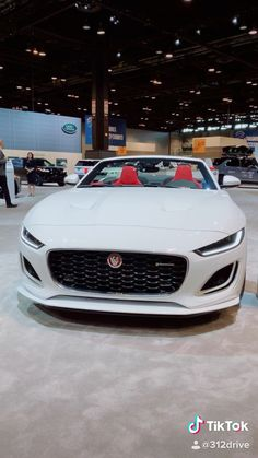 2021 Jaguar F-Type Debut at - Sweet Cars Luxury Sports Cars, Best Luxury Cars, Luxury Suv, Jaguar Land Rover, Honda Crv Hybrid, Discovery Sport Hse, Mustang Ecoboost, Lux Cars, Lexus Lfa