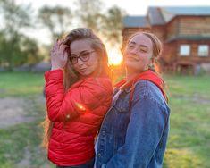 Атмосферные портреты сделанные на iPhone Xr📱 ⠀ Балдею с камеры смартфона. Теперь нет нужды постоянно таскать с собой камеру, чтобы делать красивые фотки😈 ⠀ #novokuznetsk #morning #agameoftones #sunrise #people #500px #adobe #iphonexr #aov #artofvisuals #spring #portrait #relax #happy #bokeh Winter Jackets, Iphone, Couple Photos, Couples, Instagram, Fashion, Couple Shots, Moda, Winter Vest Outfits