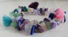 Bracelet pierres semi-précieuses et pompons multicolores : Bracelet par mademoiselle-topaze-bijoux