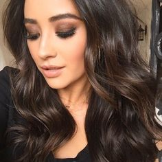 Chocolate smoky eye makeup & nude lips Beauty Make-up, Beauty Hacks, Hair Beauty, Make Up Looks, Pretty Hairstyles, Wig Hairstyles, Hairstyles 2016, Glamorous Hairstyles, Golden Brown Hair