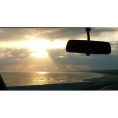 【sanaetsuki】さんのInstagramをピンしています。 《夕暮れの空と海にて。 この景色を見ていると、頭の中で映画「イノセンス」の主題歌「follow me」のさわりの部分が再生されてます。伊藤君子さんの優しい歌声が聞こえてくるようです。 #景色 #空 #海#海沿い #浜辺#夕暮れ #夕暮れの空 #光のカーテン #光#きれい #反射 #写真 #landscape #sky #sea #beach #twilight #beautifull #brilliant #light #blight #reflection #photography》