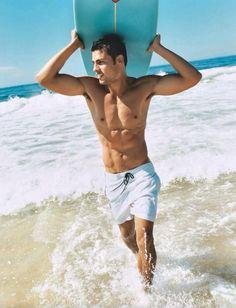 Cauã Reymond -Avenida Brasil { se llama Caua }  y no se, no relaciono a Brasil con surf, pero bueno, me pareció la más sensual
