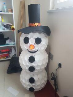 Pet bardaklarla kardan adam