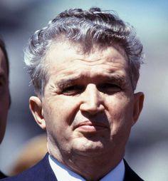 """Ceausescu als dichter: """"Laat de mensen samen zijn om in de strijd, met groot en klein vrij te leven in de zonneschijn zonder atoomrakettenpijn!"""" Hij was analfabeet."""
